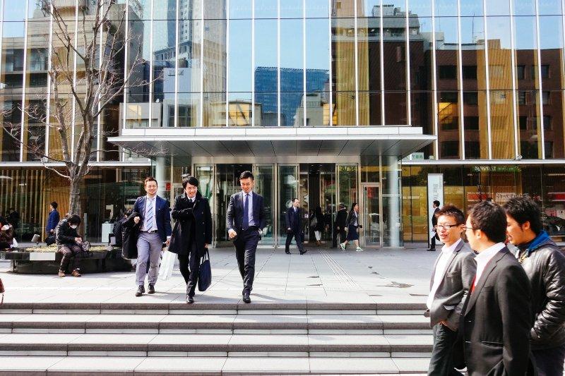 從台灣找到日本的工作,薪資要開多少呢? 開的太低,搞不好連溫飽自己都成問題;開的太高,怕公司嚇到不給 offer。(圖/Dick Thomas Johnson@flickr)