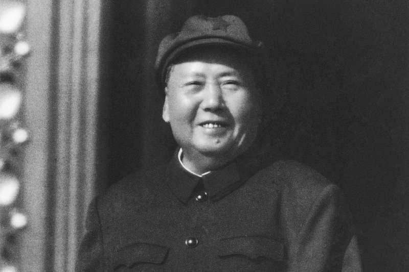 「最高層的幾位領導卻保留了他們家鄉特別的語言和飲食習慣,當中屬毛澤東最明顯⋯⋯這個權貴集團可以容許他的成員保留一些身分認同,但只限於在個人和文化上,尤其不能妨礙到黨這個新生,又以黨委『中央』為核心的大家庭。」(資料照,美聯社)