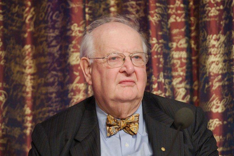 諾貝爾經濟學獎得主迪頓(Angus Deaton)不解,為什麼台灣人不管幾歲都在存錢?(圖/wikimedia)