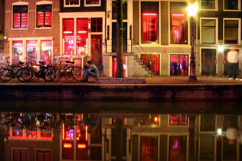 在荷蘭最著名的紅燈區,有一間性交易博物館帶你揭開這個產業的神秘面紗。(圖/Alejandro Forero Cuervo@flickr)
