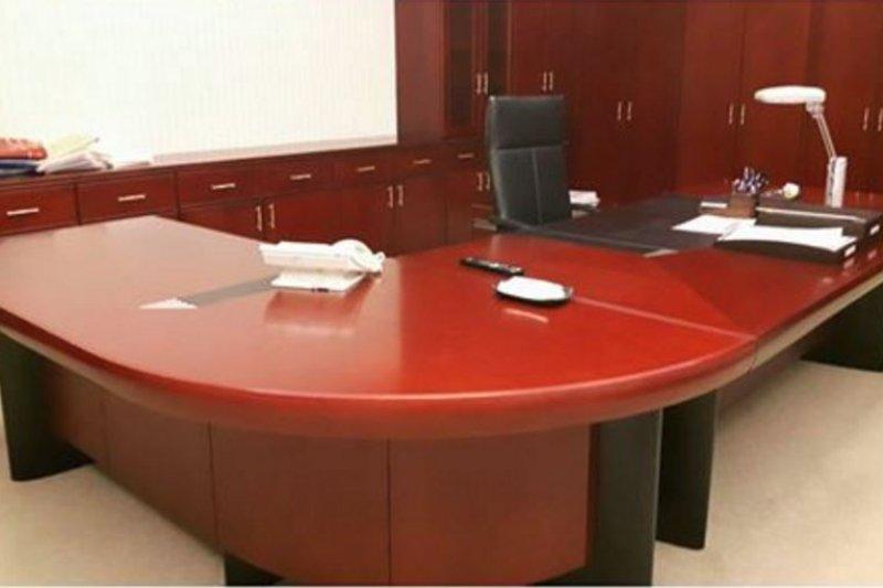 吳敦義清空副總統辦公室,家具擺設如同以往,辦公桌甚至還是前副總統呂秀蓮訂製。(取自李秀姬臉書)