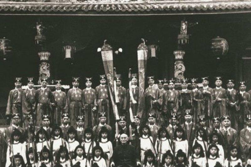 蔣介石主持的中樞祭孔。(BBC中文網)