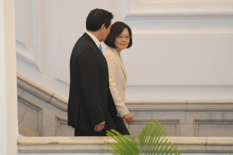蔡英文總統送別前總統馬英九離開總統府的那一刻開始,至少三年,馬英九的出訪由不得自己。(台北市攝影記者聯誼會提供)