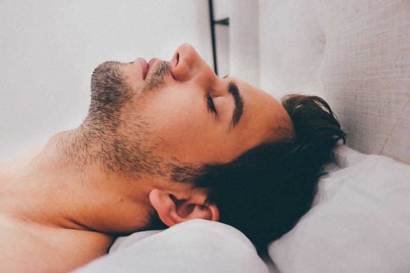 熬夜會 腎虛 - 家醫科醫師:悶熱天氣容易加重失眠,不想靠安眠藥,請試試這2招!