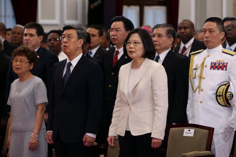 2016年5月20日,新任正副總統蔡英文、陳建仁宣誓就職,高唱國歌(總統府)