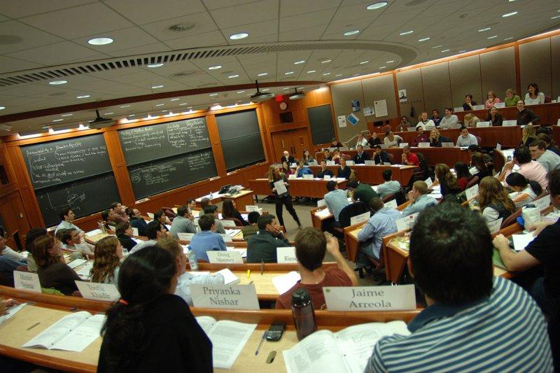 頂尖商學院要求申請者有4-6年的工作經驗,就是為了這種特別的教學方式。(圖/HBS1908@Wikimedia Commons)