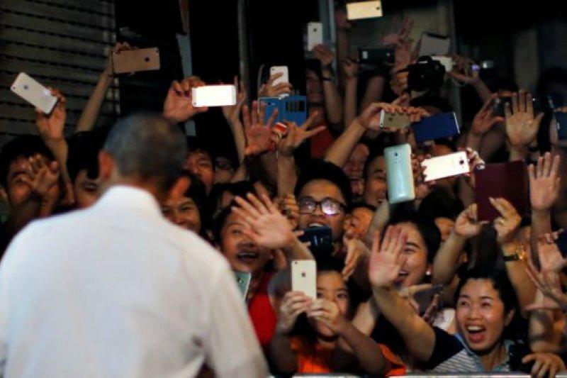 越南官方的《青年報》報道說,美國總統歐巴馬在越南掀起一股「歐巴馬旋風」。(BBC中文網)