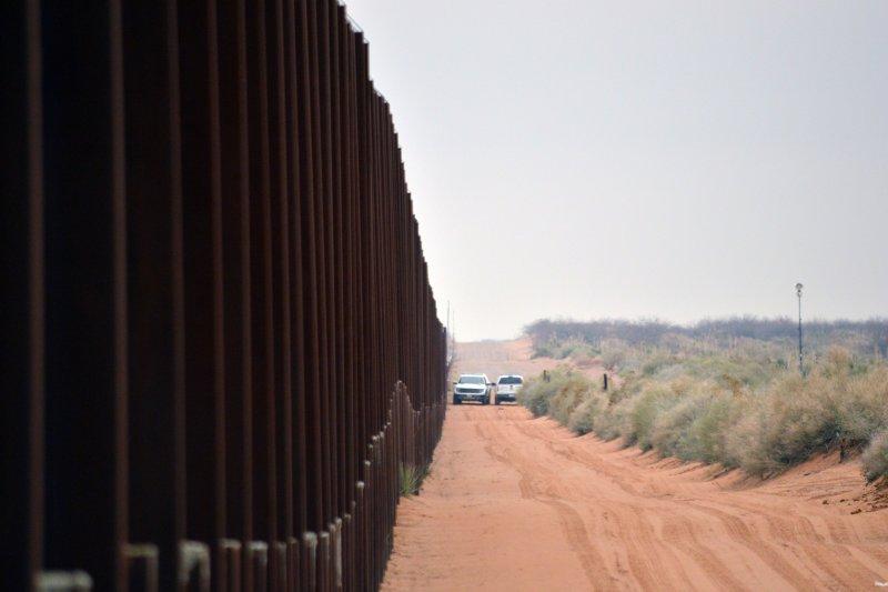 美國警察正在美墨邊境巡邏。(美聯社)