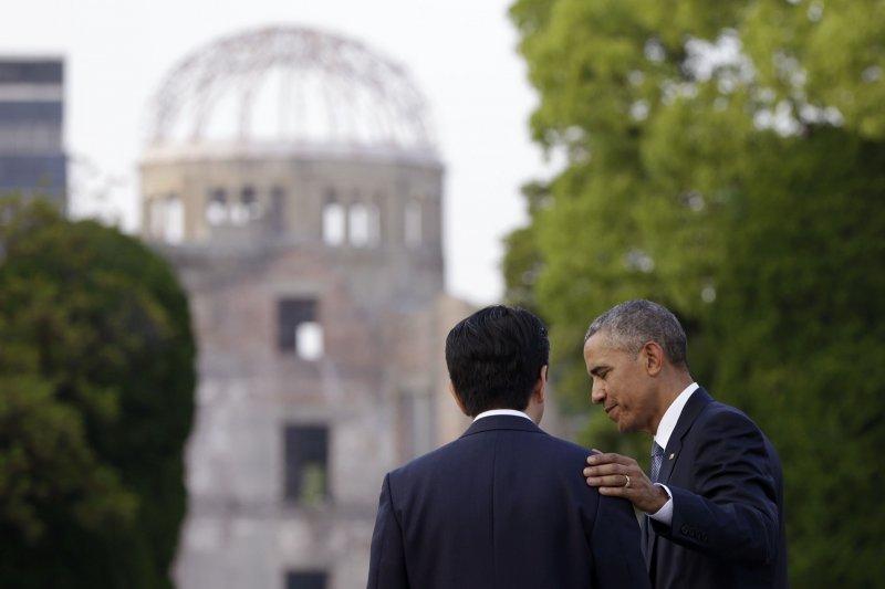 美國總統歐巴馬(右)與日本首相安倍晉三。(美聯社)