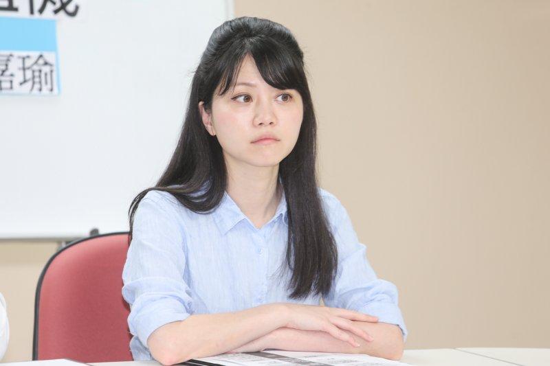 遭質疑挺姚文智揮旗「不甘不願」 高嘉瑜:我就算跪下都會被罵-風傳媒