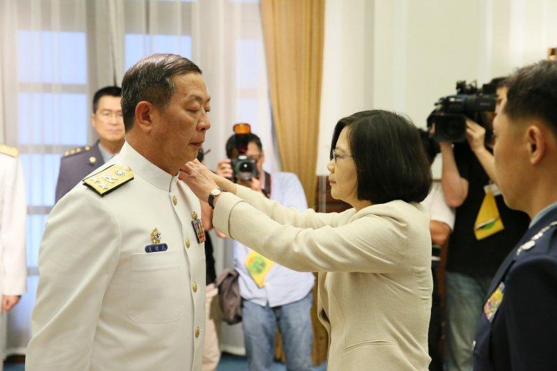 2016-05-31-蔡英文主持海軍高階幹部晉升布達授階典禮-總統府提供