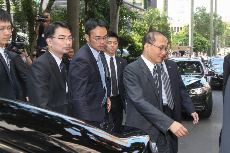 2016-05-31-林全內閣首次施政報告並備詢-立法院場外07-陳明仁攝