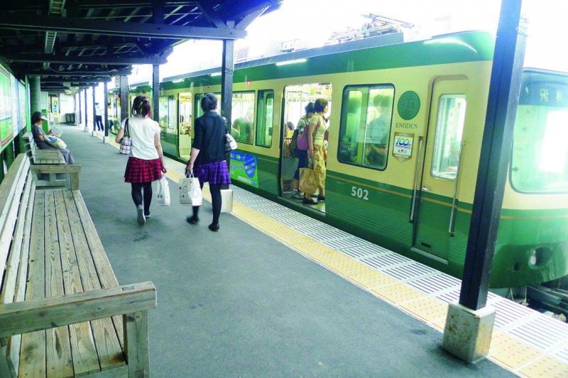 鎌倉的「江之電」是散步的電車。(圖/啟動文化提供)