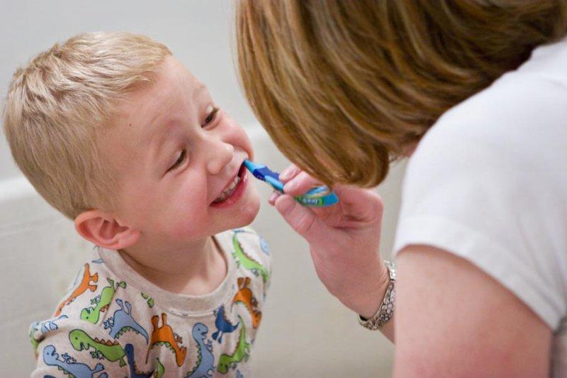 不是只有吃甜食才會蛀牙,醫生教你3招對抗牙菌斑的好方法。(圖/makelessnoise@flickr)