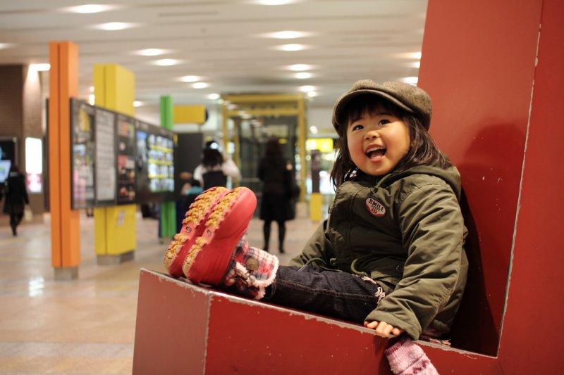 金錢有辦法買到這樣的笑容嗎?(圖/MIKI Yoshihito@flickr)