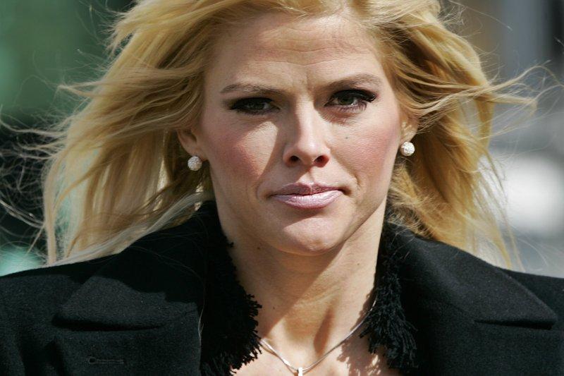 美國電視女星安娜妮可史密斯(Anna Nicole Smith)2007年2月服用藥物過量猝死。(美聯社)