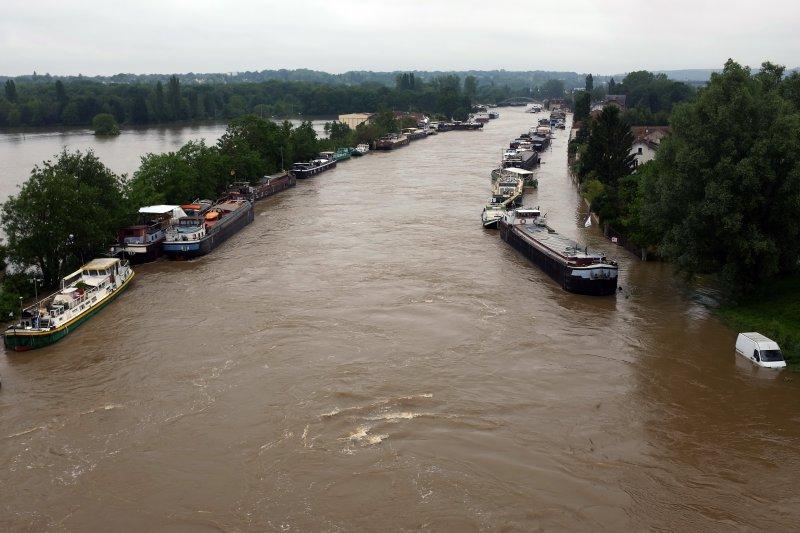 法國各地連日豪雨,多處河川水位暴漲(美聯社)