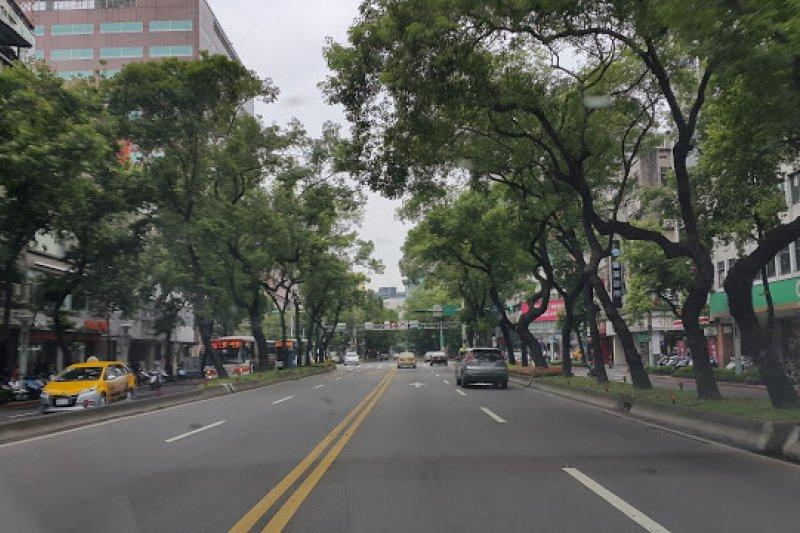 綠樹成蔭、寬大筆直的中山北路!(圖/作者提供)