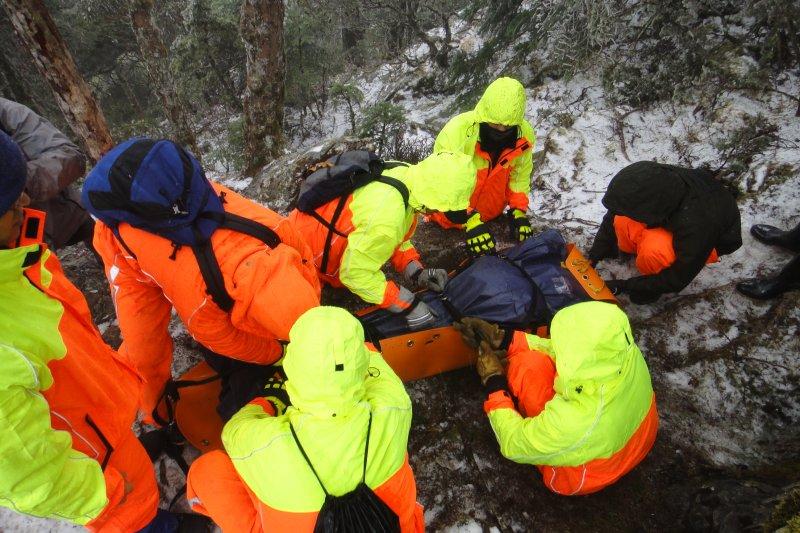 山難一旦發生,地方政府必須動員大批人員搜救。(雲林縣消防局)