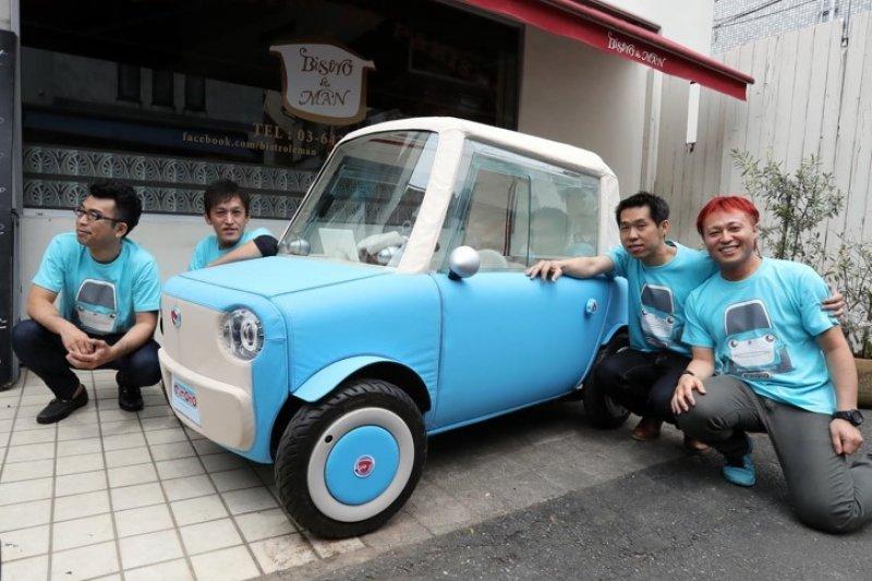 這個看起來像紙紮車又像玩具車的小東西,其實是真的會跑的環保電動車。(圖/rimOnO)