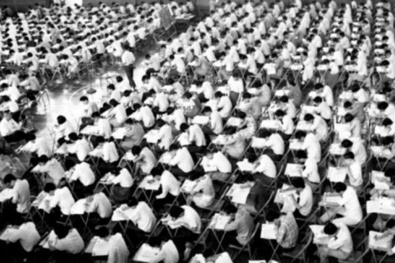 當年也是有成千上萬的考生參加台灣的大學聯考。(BBC中文網)