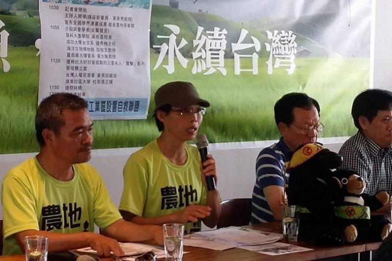 作者指出,大龍泉反工業區設置自救聯盟是臺灣近年少有的土地抗爭成功案例,一次乾脆俐落大獲全勝的成功案例。(圖片來源:大龍泉反工業區設置自救聯盟臉書)