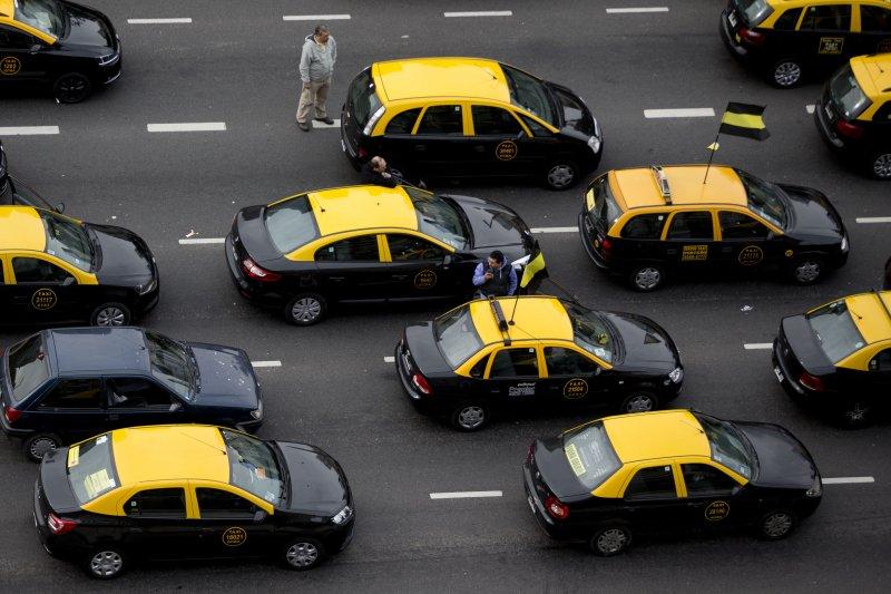 手機叫車APP優步(Uber)在許多國家都引發抗議,計程車司機反應尤其強烈(美聯社)