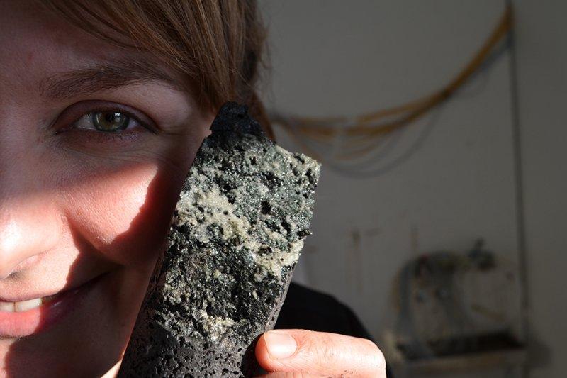 冰島的碳捕獲與封存(CCS)計畫「碳固定」(CarbFix),把二氧化碳注入地下玄武岩層,轉化為固態碳酸鹽。(CarbFix)