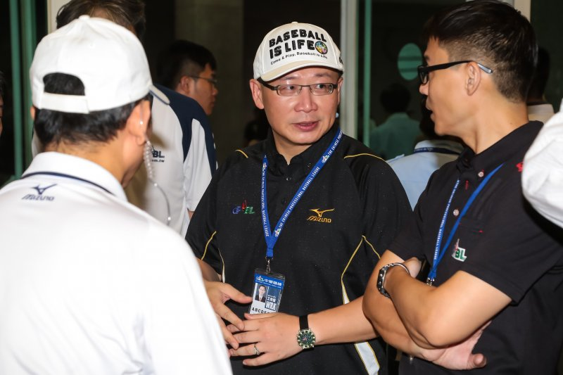 中華職棒會長吳志揚11日至桃園棒球場出席Lamigo桃猿隊與統一7-Eleven獅隊的比賽。(顏麟宇攝)