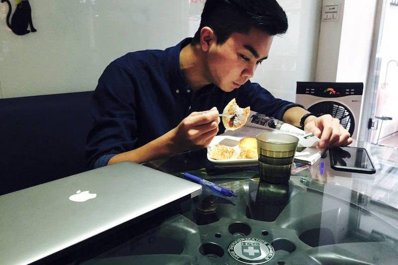 早餐是一天的活力來源,對智張育豪而言非常重要。他偏好分量足夠的早餐,也習慣邊吃早餐邊看看雜誌,了解時事對行銷而言必然是重要的。