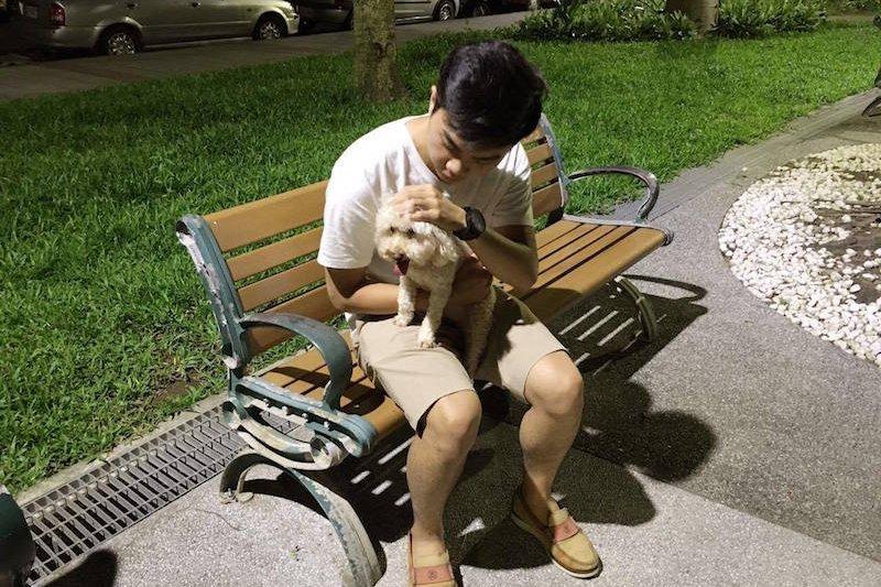 雖然家裡養了一隻狗Money,但平常都是家人帶他去散步。張育豪只有週末假日或偶爾晚上比較沒事的時候,才能跟Money有多一點的互動時間。