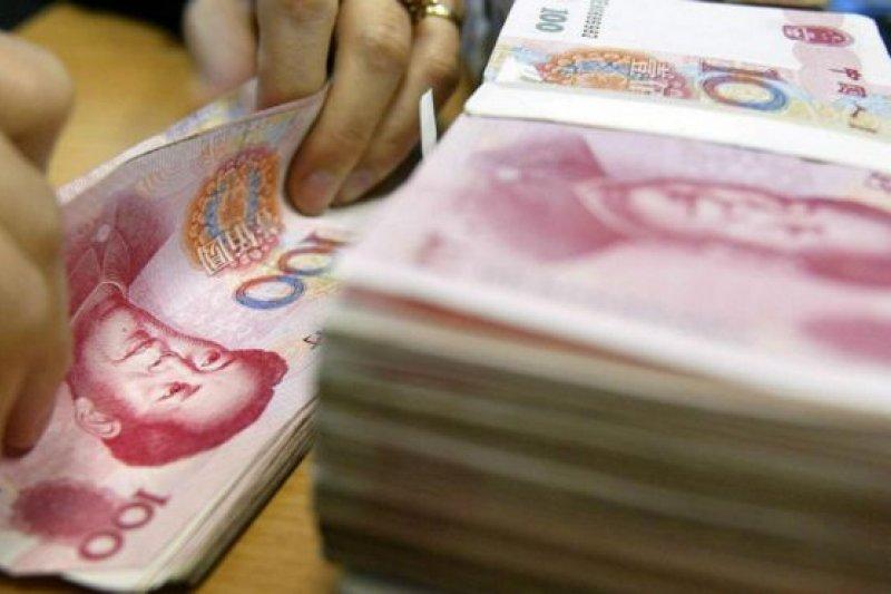 中國媒體曝光在網絡借貸平台上女大學生借地下錢莊的「裸持」高利貸被訛詐的醜聞。(BBC中文網)