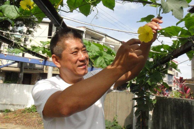 「夢想田」的靈魂人物劉耀隆說,「我只是想做一些以後回想起來會微笑的事!」(圖/林欣欣提供)