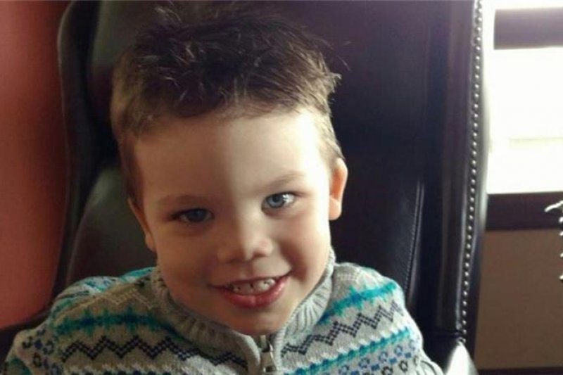 美國2歲男童蘭恩(Lane Graves)遭鱷魚拖入湖中溺斃。(取自佛州橘郡警長辦公室的網站。)