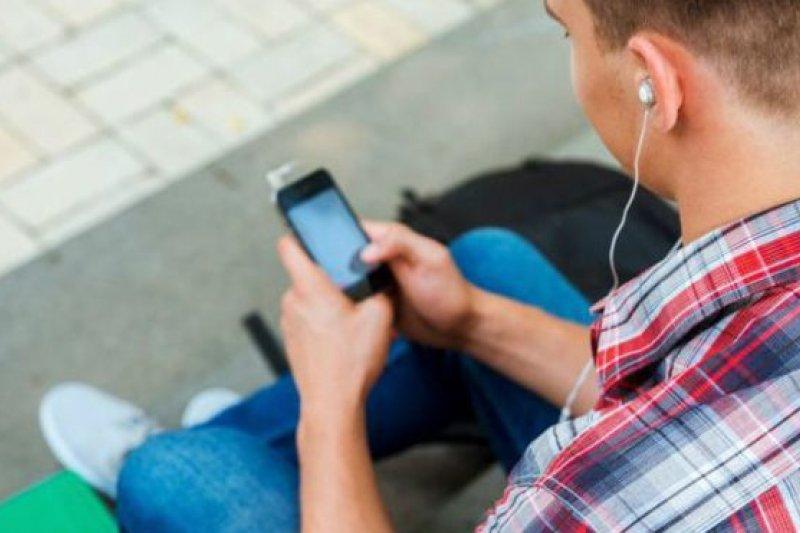 調查還發現,男孩子比女孩子更會主動在網上尋找色情內容。(BBC中文網)