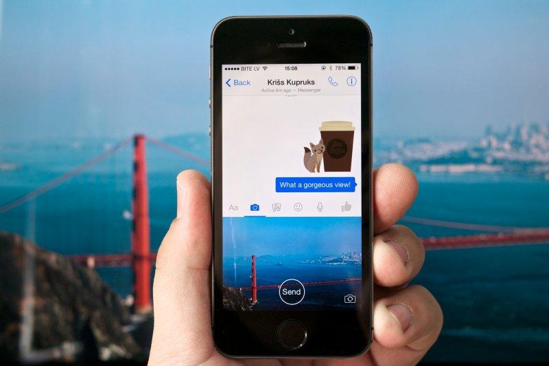 臉書準備在自殺防治工作上,扮演起更直接的角色。(圖/Kārlis Dambrāns@flickr)