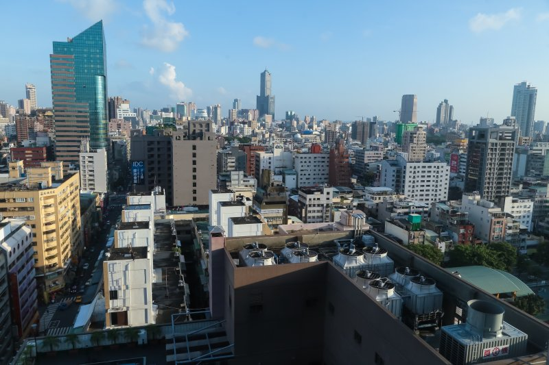 高雄市鳥瞰圖及85大樓。(顏麟宇攝)