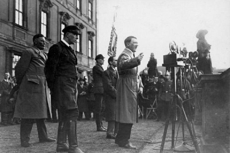 1933年1月30日,希特勒登上政治舞台。