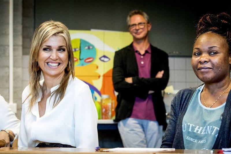 荷蘭社會企業推出計劃,協助難民融入社區就能減免房租。(圖/取自推特)