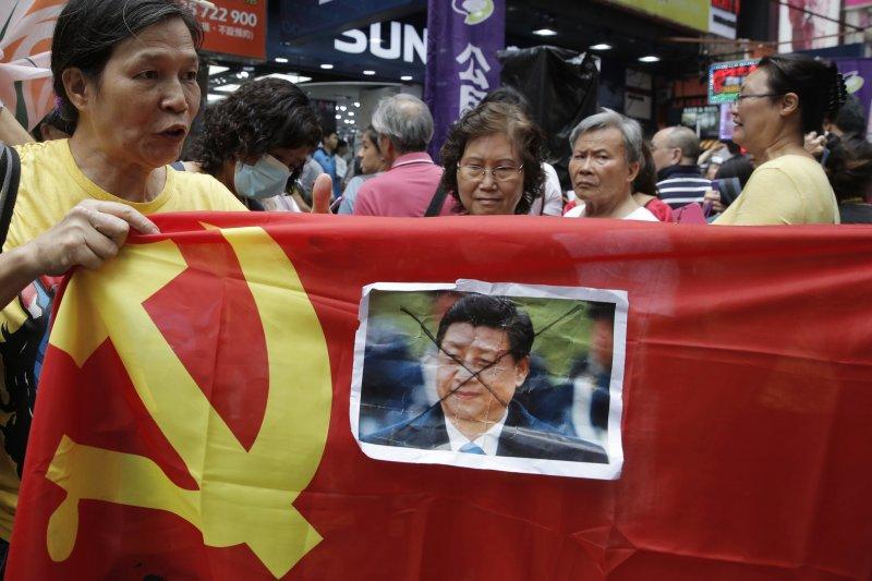 香港公民風起雲湧,台灣「身分敏感人士」赴港也傳出受阻(美聯社)