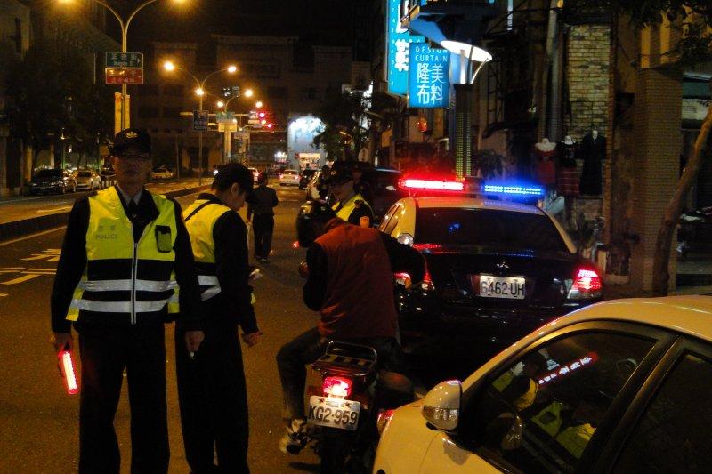 作者認為警察不能再靠直覺臨檢了,否則恐變為「警察國家」。(取自台南市警察局)