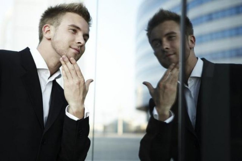 你是極端型自戀者還是健康型自戀者呢?(圖片取自騰訊科技)