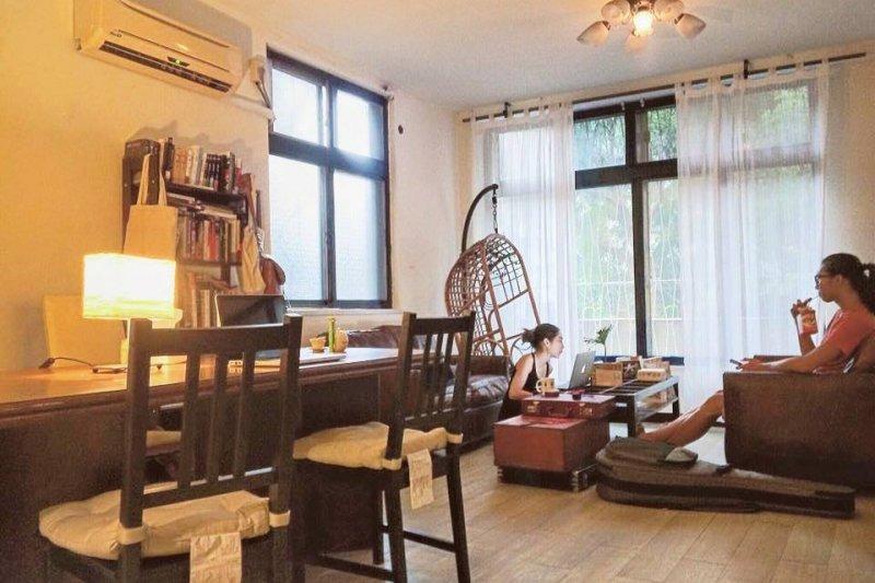 這樣舒適的空間,你猜一個月租金多少?(圖/9Floor Apt. 玖樓@facebook)