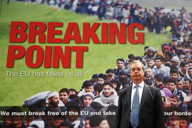 英國獨立黨(UKIP)黨魁法拉吉(Nigel Farage)公布脫歐陣營新海報「斷裂點」(Breaking Point)(美聯社)