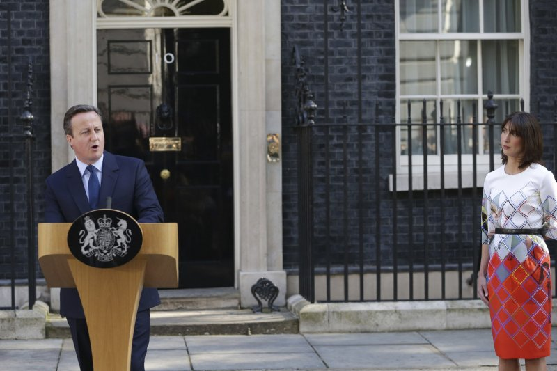 英國首相卡麥隆(David)在首相官邸前發表演說。(美聯社)