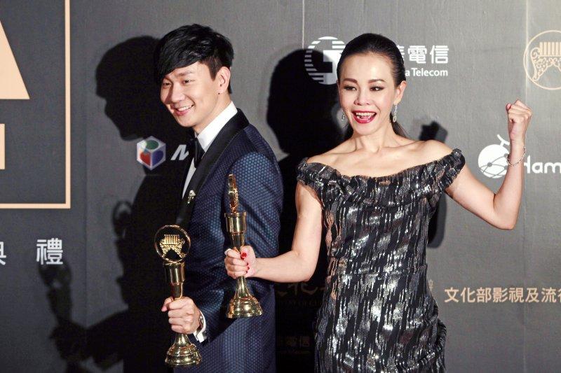得獎名單將於6月24日在小巨蛋舉公布。圖為第27屆金曲獎得主彭佳慧和林俊傑。(資料照,美聯社)