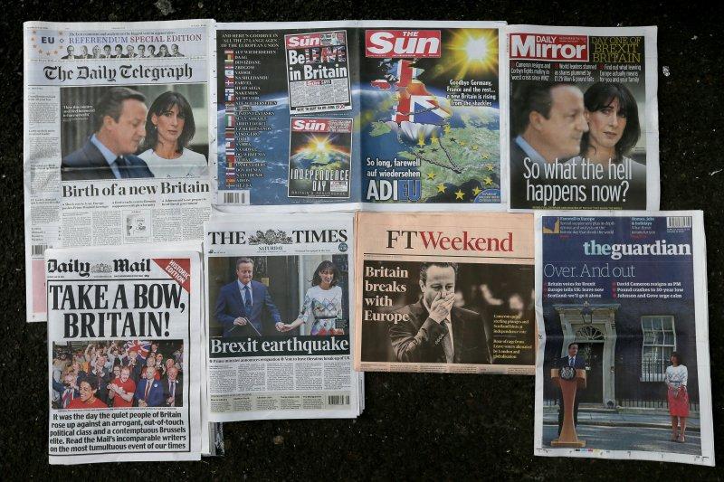英國各報6月25日的脫歐公投結果報導(美聯社〉