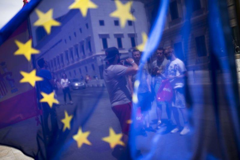 英國脫歐,民眾集體對專家的叛變,讓經濟專家跳海的時刻!(美聯社)
