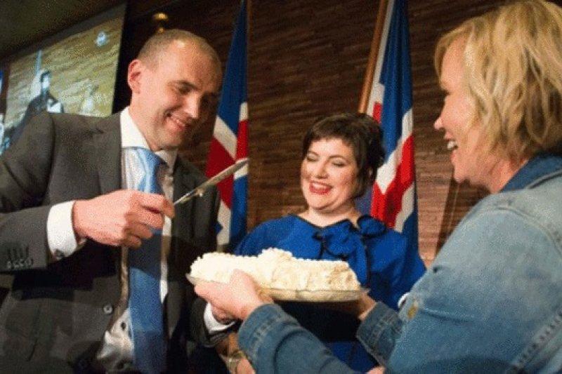 約翰尼森(Gudni Johannesson)當選總統之際,冰島民眾對該國社會精英正充滿憤怒。(BBC中文網)