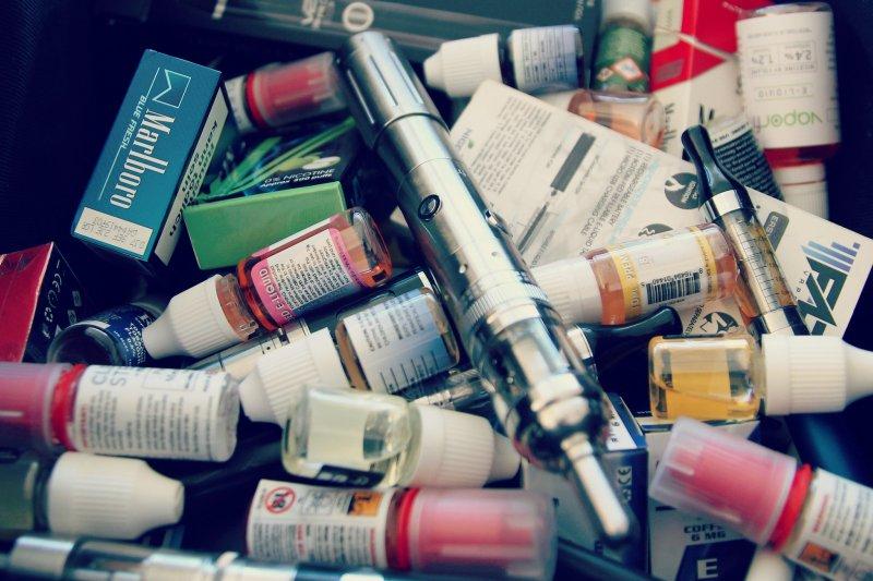 新竹市政府制定的《新竹市電子煙管理自治條例》15日正式上路,違反者最高可罰5萬。(圖/Vaping360@flickr)(吸菸有害健康)